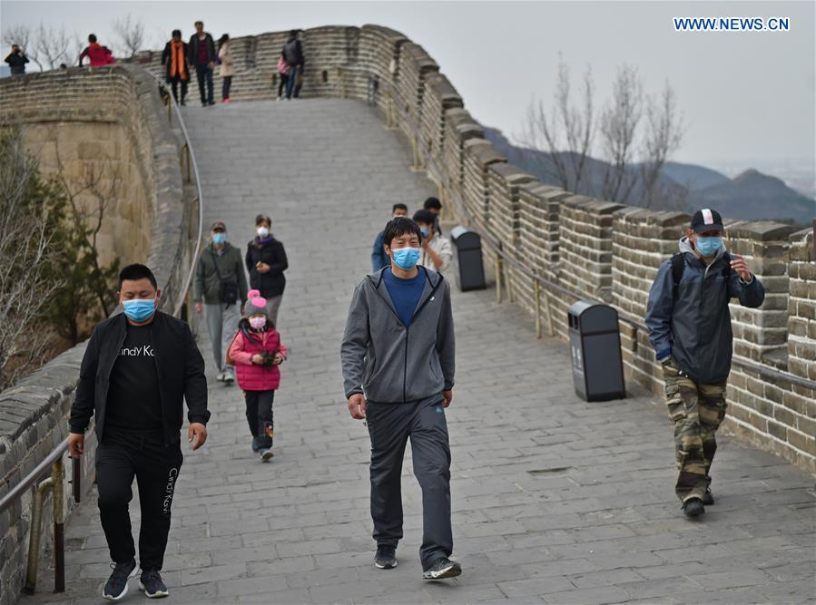 Tourists climb Badaling section of Great Wall in Beijing ... |Great Wall Badaling Weather