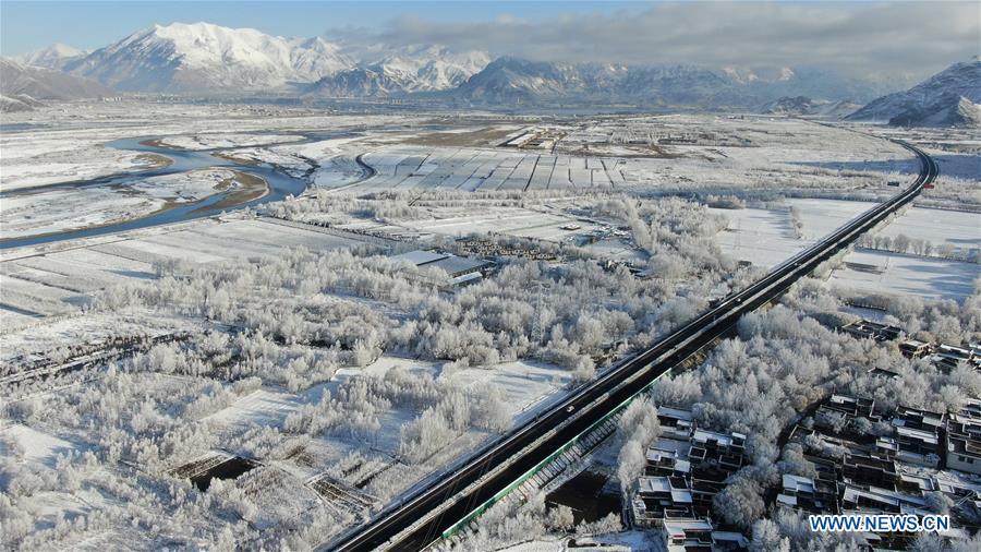 CHINA-TIBET-YARLUNG ZANGBO RIVER-SNOW SCENERY (CN)