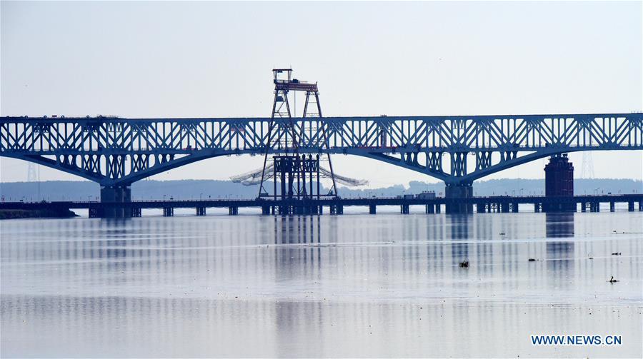 Bridge under construction over Yellow River in Zhengzhou