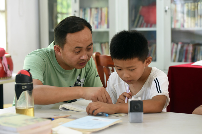School in E. China's Anhui arranges special classroom for children evacuated from flood areas