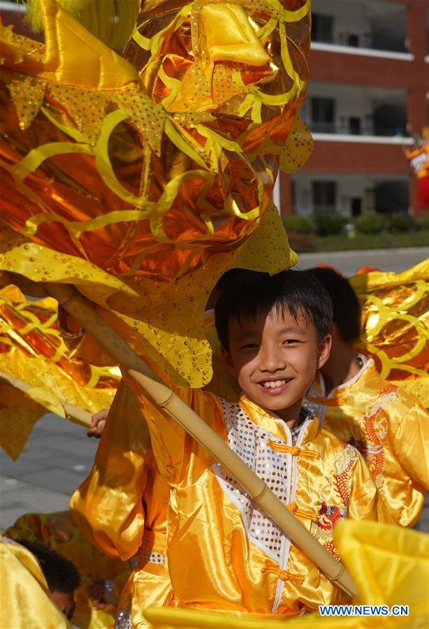 (SP)CHINA-JIANGXI-JING'AN-CHINESE TRADITIONAL LION AND DRAGON DANCE-PRIMARY SCHOOL STUDENTS (CN)