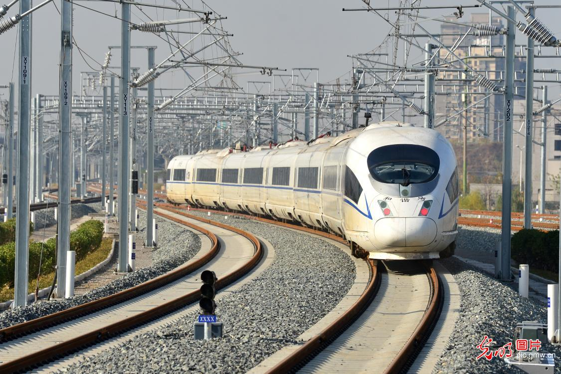 Trial operation of Xi'an-Yinchuan high-speed railway