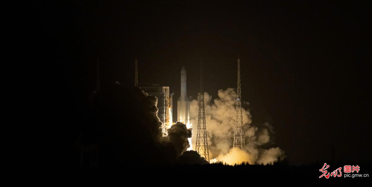 Chang'e-5 spacecraft successfully launched from Wenchang Spacecraft Launch Site in S Chinas' Hainan