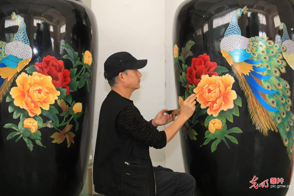 Intangible cultural heritage of Yi lacquerware decoration technique in SW China's Sichuan