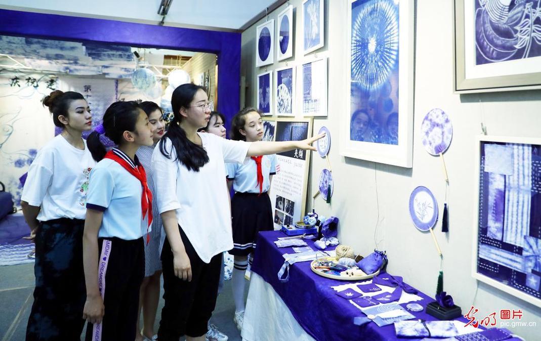 乌鲁木齐:传统印染工艺进校园