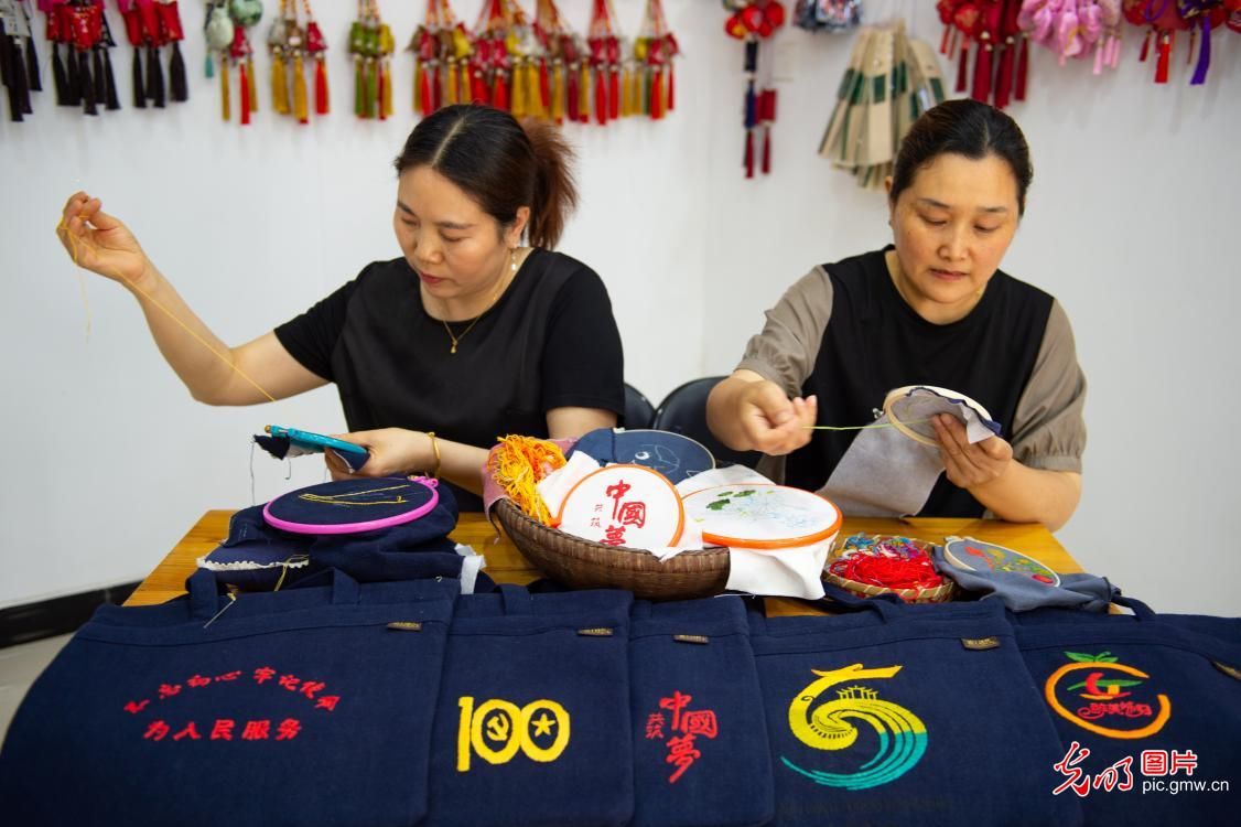 Cultural activities breathing new life into Dragon Boat Festival