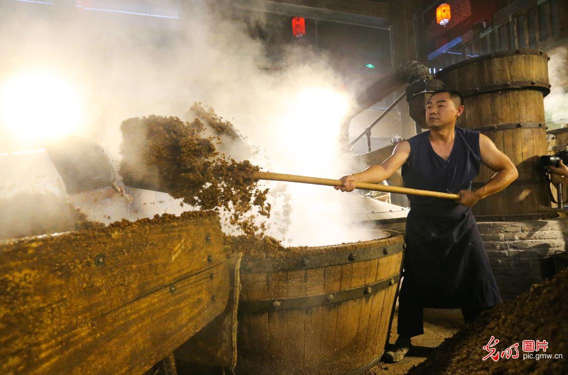 Traditional liquor workshop in E China's Jiangsu Province