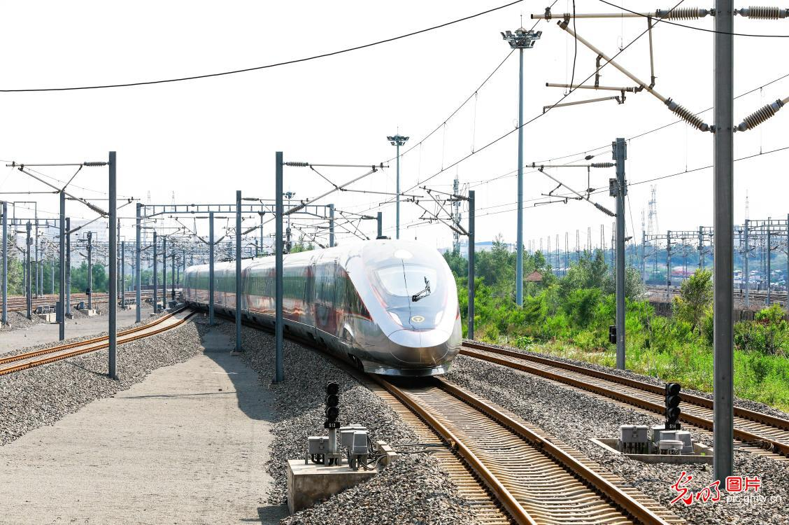New Fuxing intelligent bullet trains put into service
