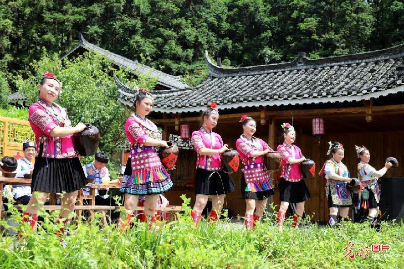 Ethnic tourism booming in C China's Hunan
