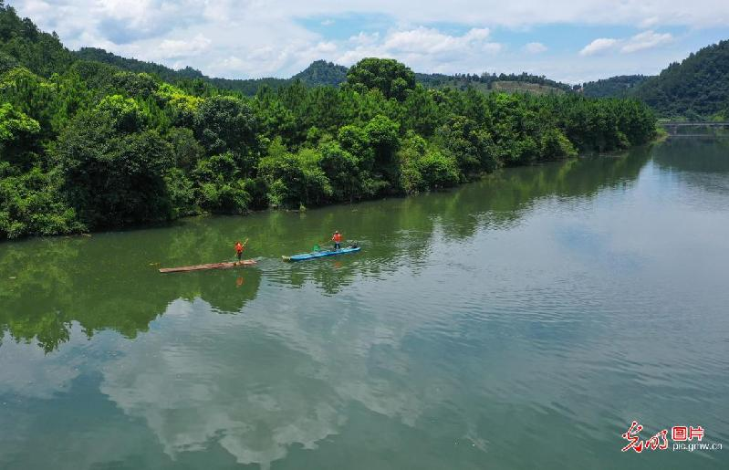 River clean-up conducted in E China's Jiangxi