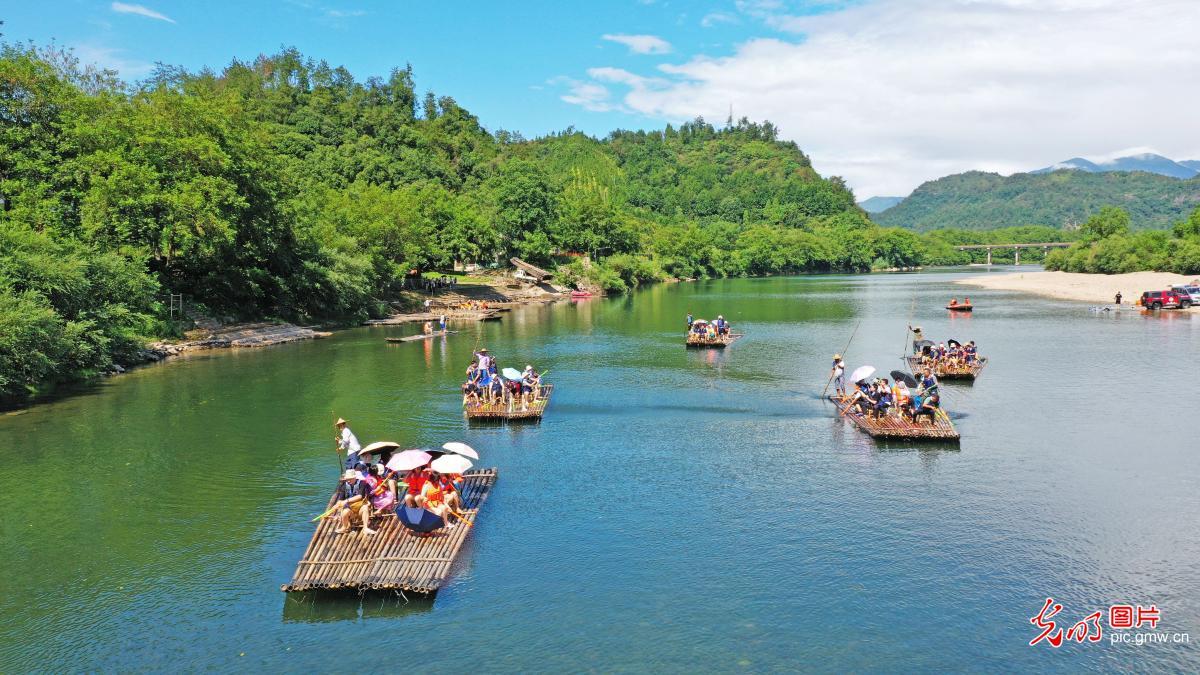 生态旅游乐享绿水青山