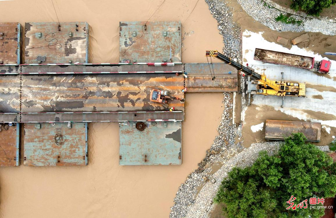 Pontoon bridges rebuilt over the Yellow River in E China's Shandong after flood season