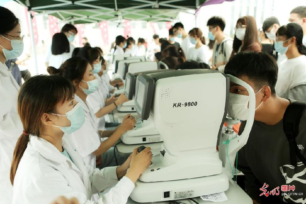 Eye health tests given to Students in N China's Tianjin