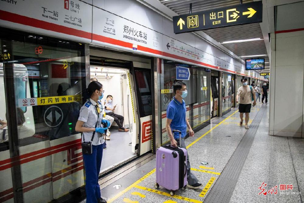Zhengzhou subways partly back on track after flooding