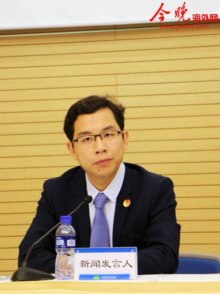 中新天津生态城新闻发言人吕凯主持发布会,并介绍海量大数据重度孵化产业基地有关情况。