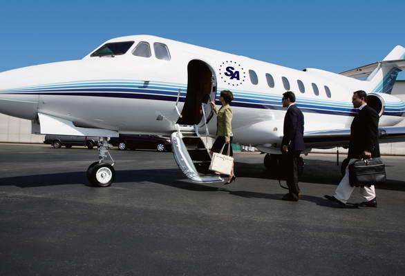 与法国勃朗峰直升飞机公司积极洽谈,在大力发展中国低空旅游产业述求