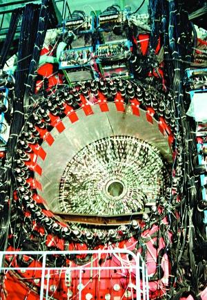 正负电子对撞机_中国加速器:北京正负电子对撞机建设始末
