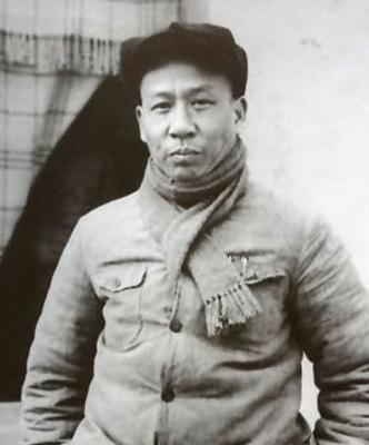 ...的毛巾被、一把年久破烂的藤躺椅……在刘少奇同志纪念馆,一