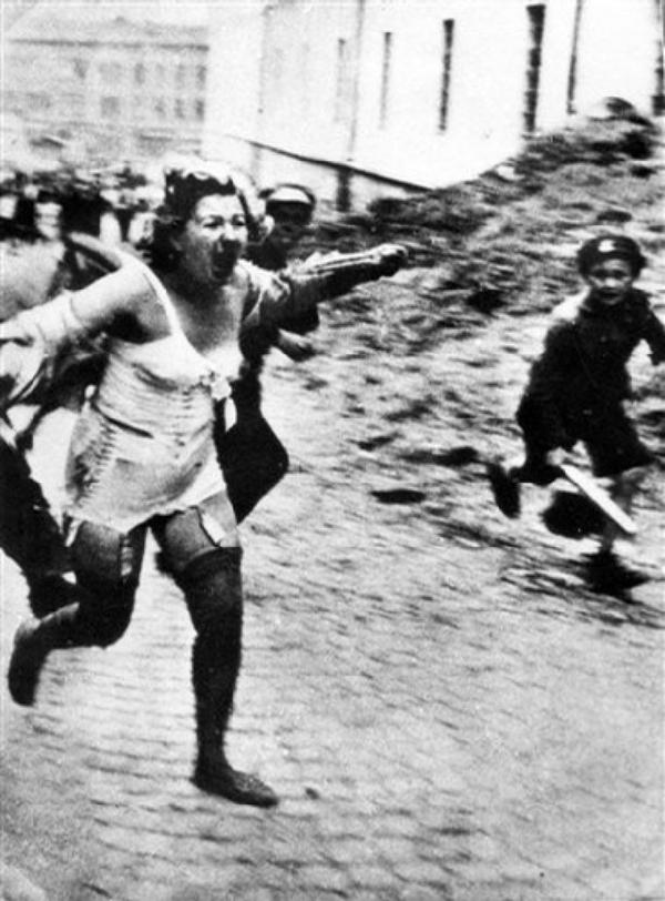 二战时德国纳粹疯狂蹂躏犹太女人