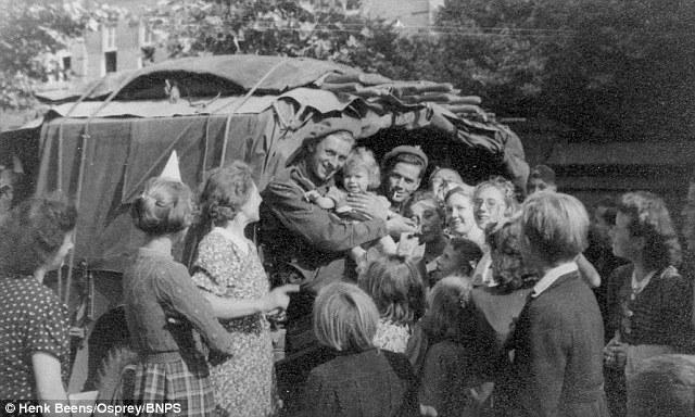 历史:二战盟军解放埃因霍温图片被解密