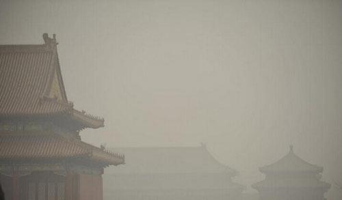 霾,又称烟霞,是由大量烟、尘等微粒悬浮而形成的空气浑浊现象。