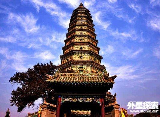/enpproperty-->   在中国五千年的历史长河中,塔,这种古老的建筑,不仅被佛教界人士广为尊重,也为各地山林园林增添了不少绚丽的色彩。   矗立在大江南北的古塔,被誉为中国古代杰出的高层建筑。各地古塔众多,除了雷峰塔,你还知道几个?   1.山西飞虹塔(琉璃塔)   飞虹塔,矗立在山西洪洞县东北17公里的霍山之巅。在山西洪洞县广胜寺内,整个佛寺,以琉璃宝塔最为著称.