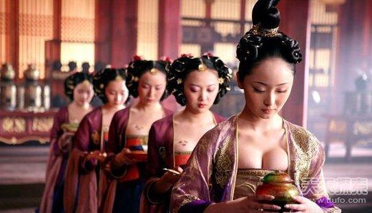 古代皇帝后宫私生活 13岁就临幸宫女高清图片