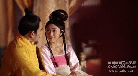 皇上与宫女偷情   王氏从此却有了身孕,这样重大的事情,随高清图片