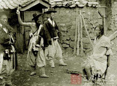 古代日本惩罚女人变态酷刑(1)图片