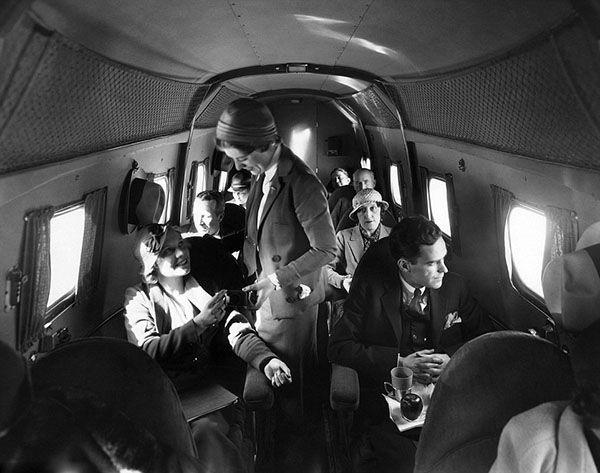 早期空姐技能:推飞机拆座椅 备扳手螺丝刀