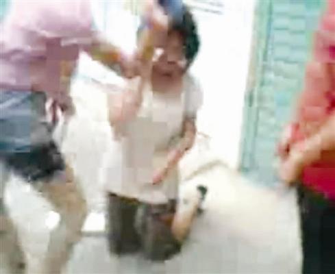 视频被扒衣拍裸体女生续:施暴者竟是小学生(1马头琴美女图片
