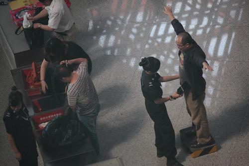 首都机场安检突然升级 乘客大呼措手不及 _法