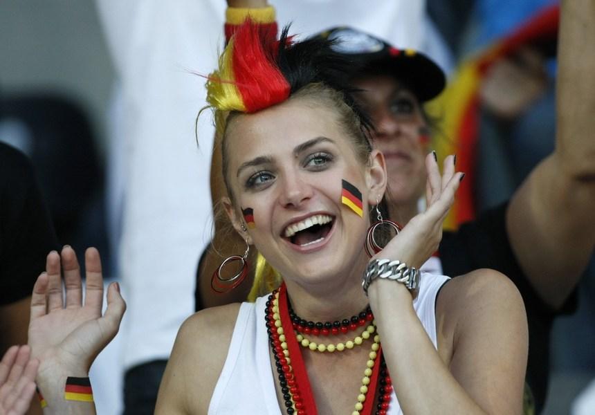 往届欧洲杯赛场美女