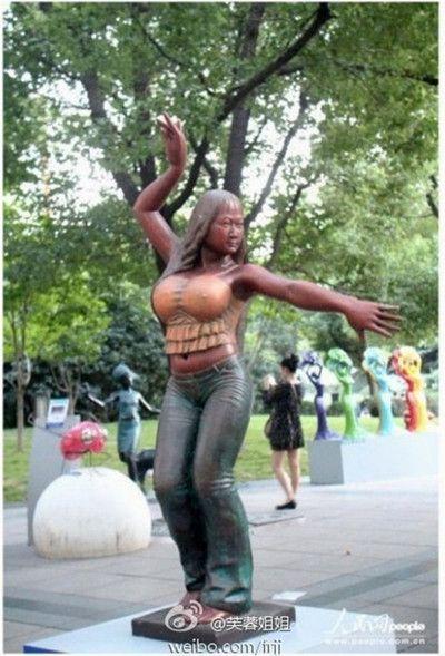 芙蓉姐姐回应上海雕塑﹕没通知我 否则会完美