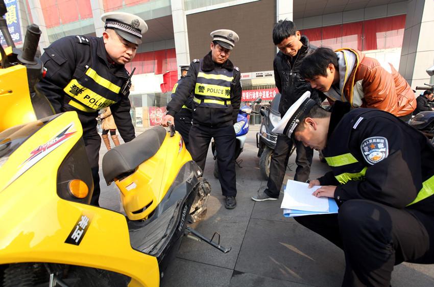透明胶垫:泰国22岁少妇被腰斩分尸 警方靠左乳刺青断身份