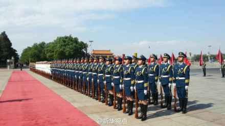中国三军仪仗队现女兵身影(图片)