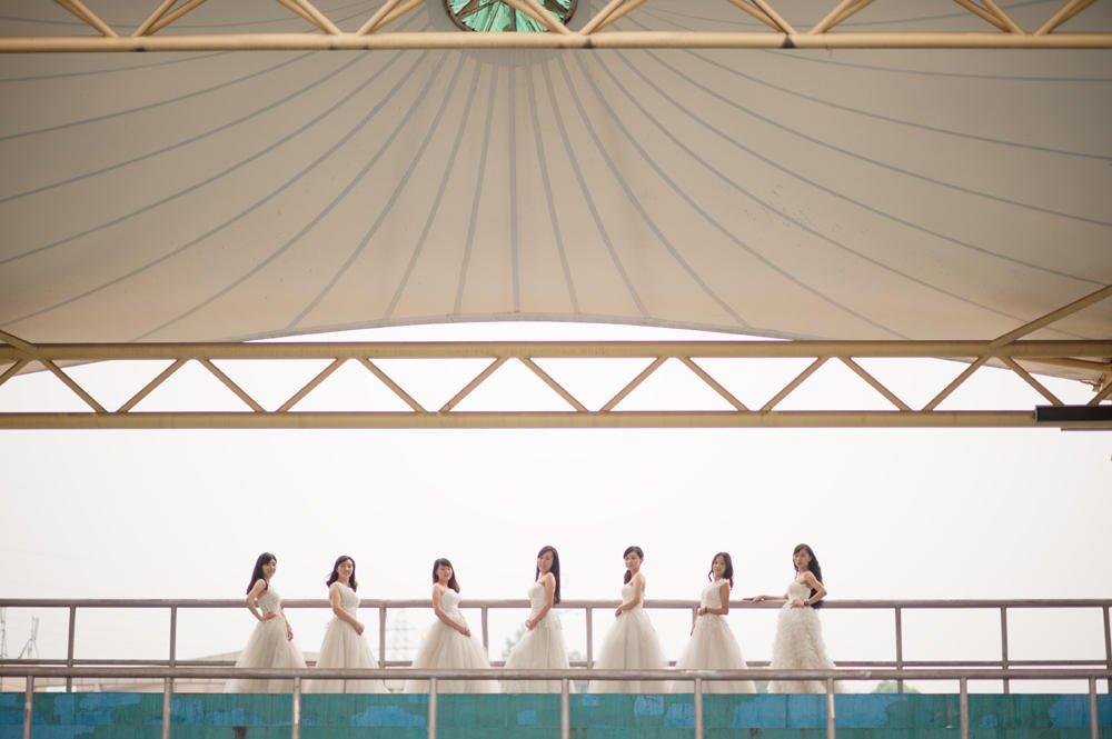 三峡大学7位美女研究生齐拍婚纱毕业照 图
