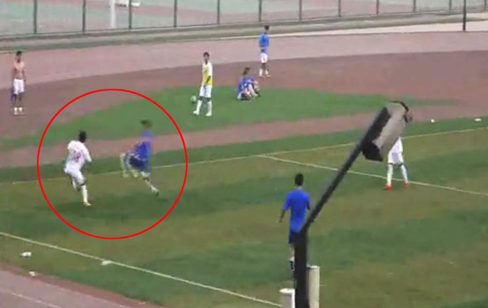 天津业余联赛暴力足球一脚踢骨折(2)