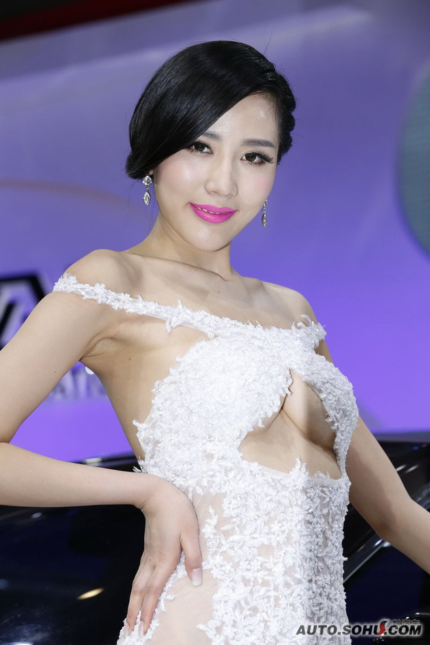 最美胸部车模更衣惨被偷拍(86)_图片新闻_光