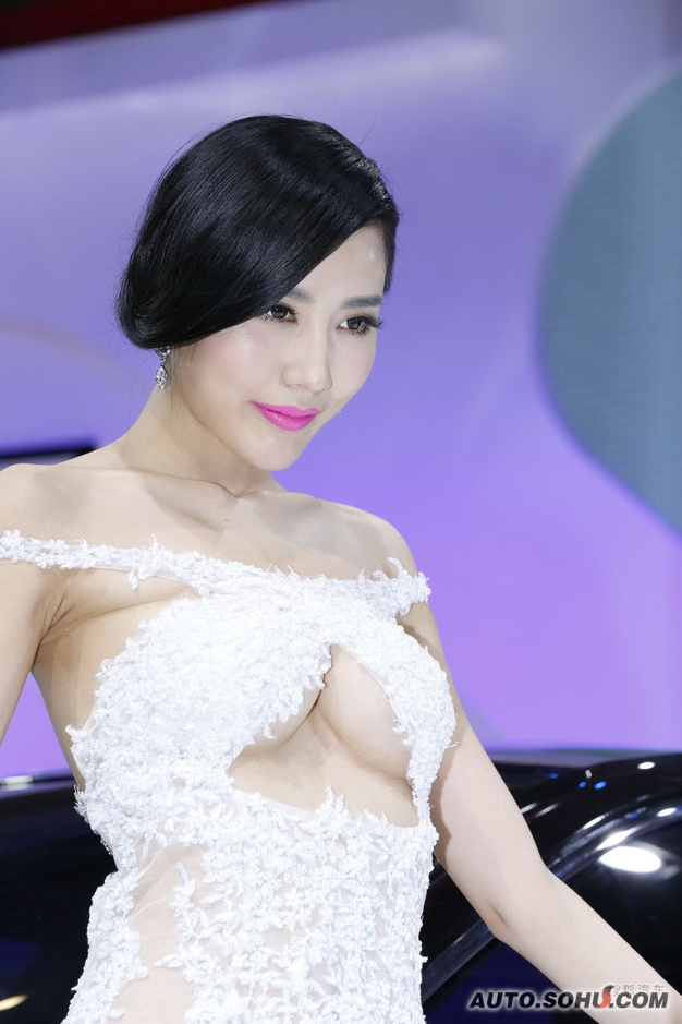 最美胸部车模更衣惨被偷拍(89)_图片新闻_光