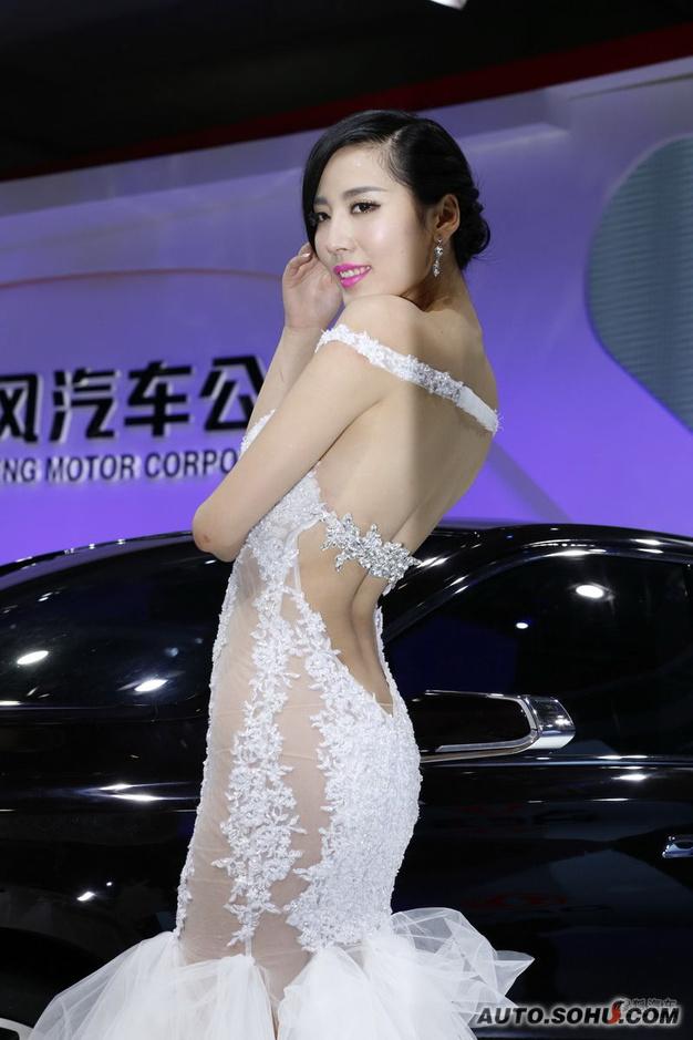 最美胸部车模更衣惨被偷拍(91)_图片新闻_光
