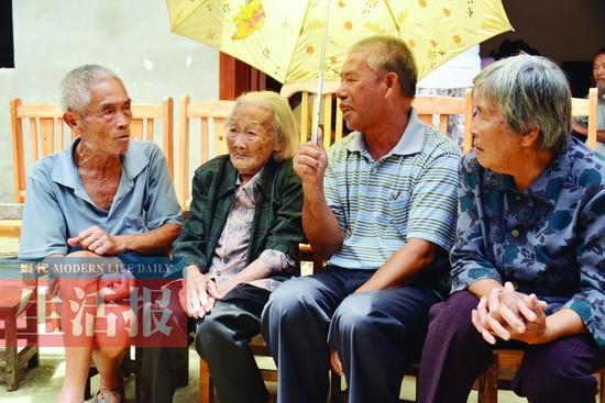 民警办身份证发现细节 百岁寿星找到失散67年亲人