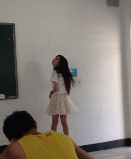 工程学院卧蚕美女英语老师走红