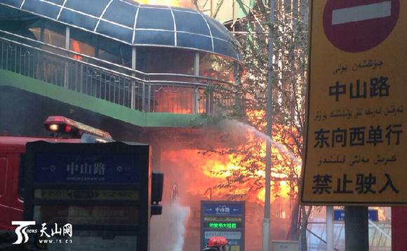 乌鲁木齐市商场大楼突发大火