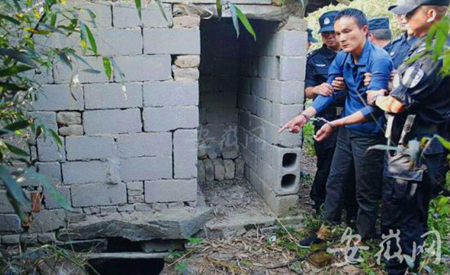 组图:奸11岁女童抛尸粪坑凶手指认现场