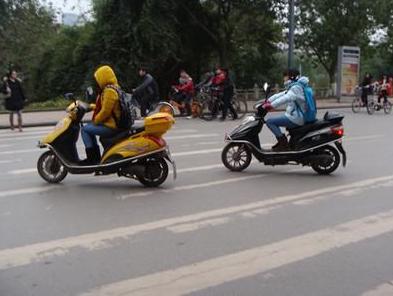 中学生骑电动车安全问题需关注