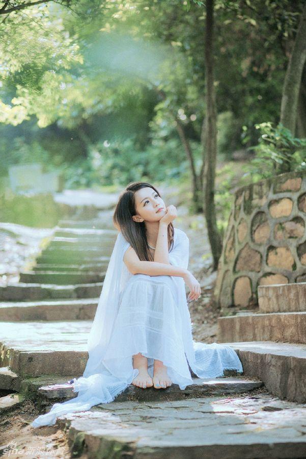 宋佳携女儿性感亮相 PK台球美女裁判秀事业线