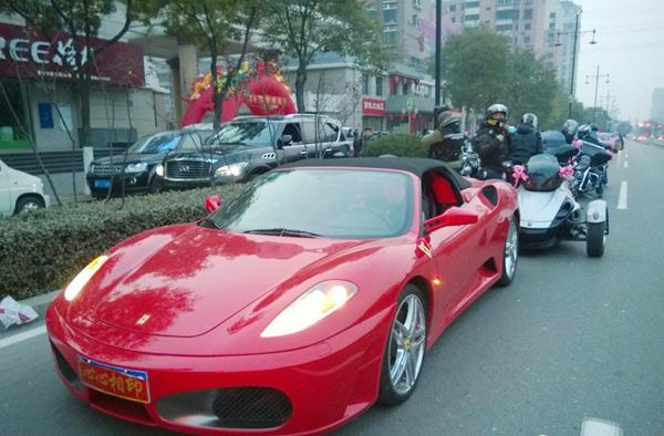 中国最牛的婚礼车队 红色法拉利打头高清图片