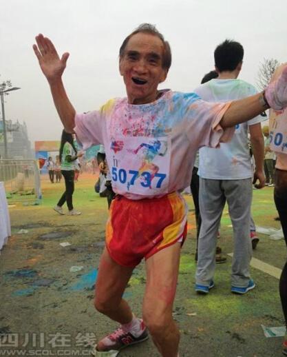 成都90岁老人40分钟跑完5公里 曾多次跑马拉松