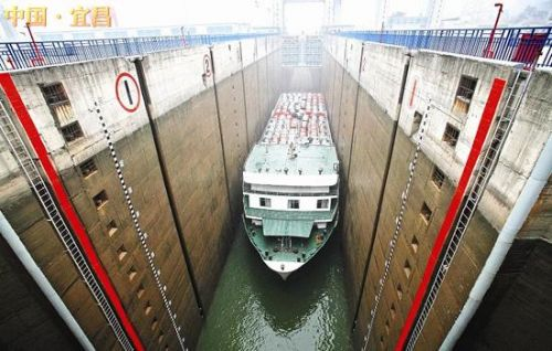 葛洲坝船闸裂缝漏水严重今起抢修